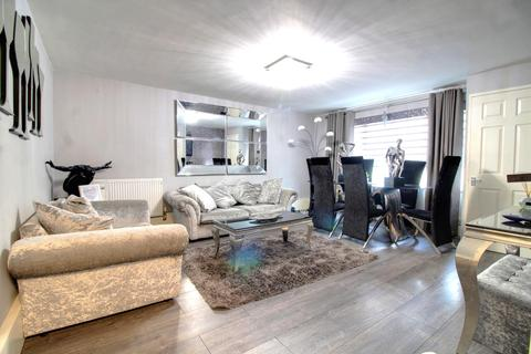 2 bedroom flat for sale - Cunningham Avenue, Enfield EN3