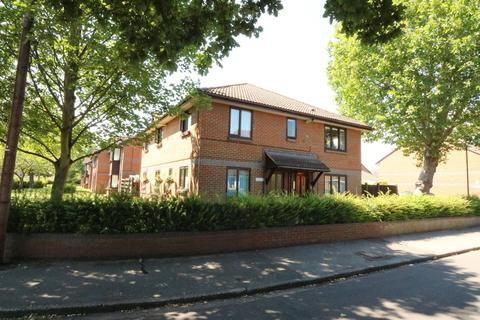 1 bedroom flat for sale - Berryscroft Road, Staines upon Thames, TW18