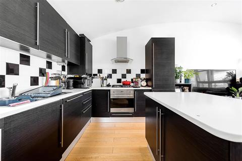 2 bedroom flat to rent - Clapham Park Road, SW4