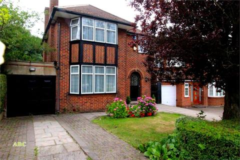 3 bedroom detached house for sale - Edgwarebury Lane, Edgware, Middlesex