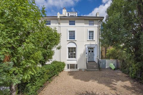 3 bedroom flat for sale - Shooters Hill Road, Blackheath