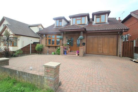 4 bedroom detached house for sale - Belchamps Way, Hawkwell