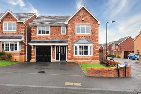 6 bedroom detached house for sale - Grange Farm Rise, Aston