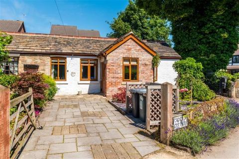 2 bedroom semi-detached bungalow for sale - Croft Cottages, New Farnley, LS12