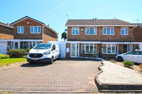 3 bedroom semi-detached house for sale - Stroud Avenue, Willenhall