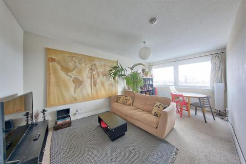 3 bedroom flat for sale - Park South, Austin Road, London
