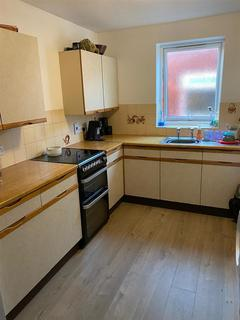 2 bedroom flat to rent - 72 Wellington Rd