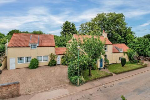6 bedroom detached house for sale - Thoroton, Nottingham