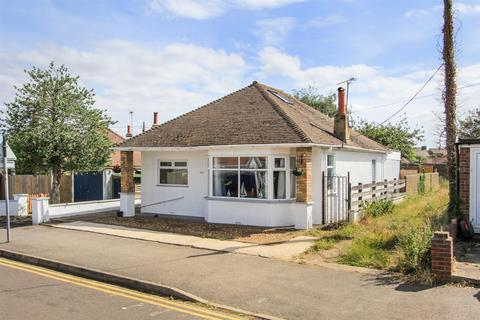 3 bedroom detached bungalow for sale - Bridgefield Road, Whitstable