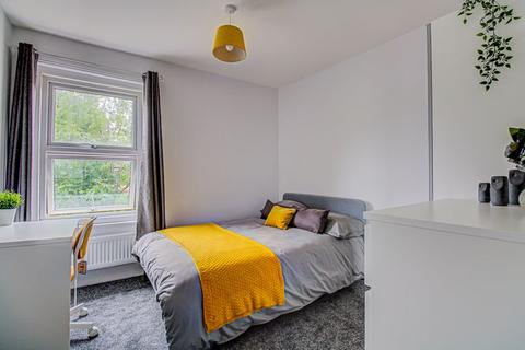 1 bedroom in a house share to rent - Newcombe Road, Polygon