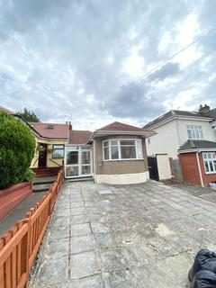 3 bedroom semi-detached bungalow to rent - Clayhall Avenue, IG5
