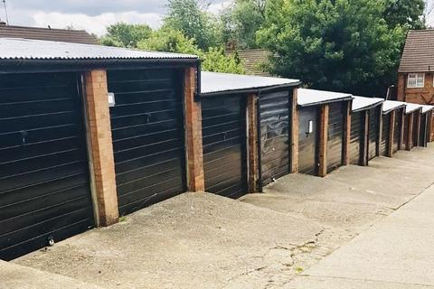 Garage to rent - Moreton Road South, Luton, Bedfordshire, LU2
