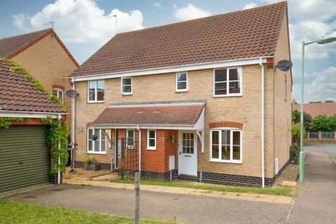 3 bedroom semi-detached house for sale - Pains Close, Worlingham
