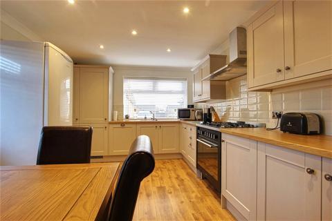 3 bedroom bungalow for sale - Weghill Road, Preston, Hull, East Yorkshire, HU12
