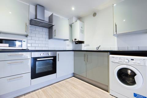 3 bedroom terraced house to rent - Freshfield Road , Flat 1, Brighton BN2