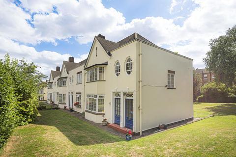 2 bedroom flat for sale - Lock Chase, Blackheath