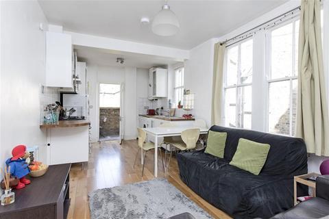 3 bedroom flat for sale - Queenstown Road, SW8