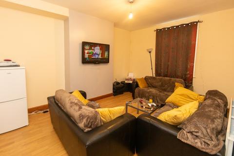 5 bedroom flat to rent - Kirkstall Lane, Leeds, LS6 3EJ