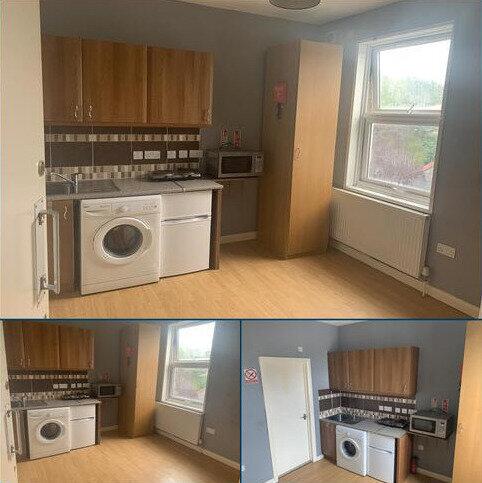 Studio to rent - Woodside Road, Croydon SE25