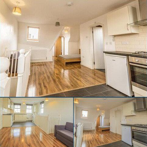 Studio to rent - Addiscombe Road, Croydon CR0