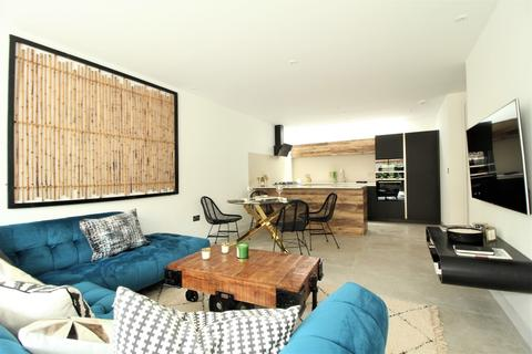 2 bedroom terraced house for sale - Villiers Mews, Clapham