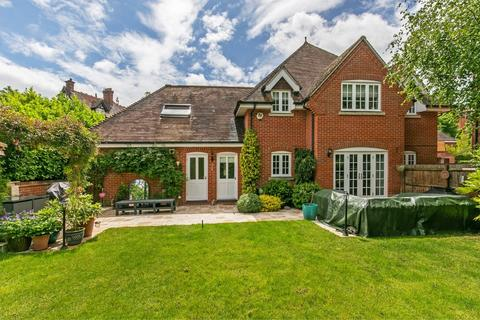4 bedroom detached house to rent - Wychwood Place, Winchester, SO22