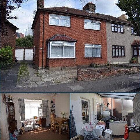 3 bedroom semi-detached house to rent - Bramley Crescent, Gants Hill