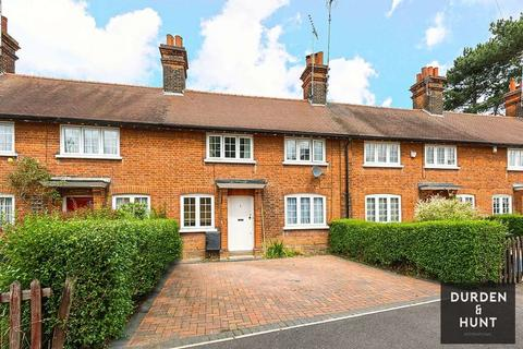 2 bedroom cottage for sale - The Chase, Chigwell, IG7