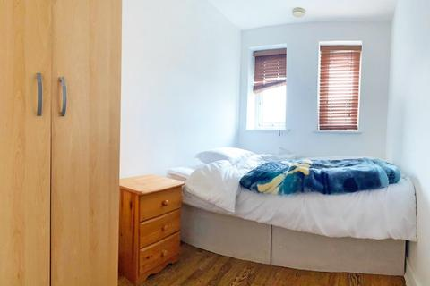 3 bedroom apartment to rent - central house E15