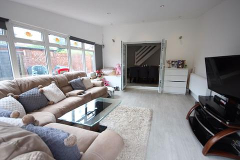 2 bedroom semi-detached house for sale - 2 bed semi with driveway and 17ft CONSERVATORY..