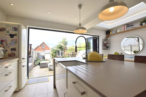 3 bedroom detached house for sale - Lyefield Road West, Charlton Kings, Cheltenham, Gloucestershire, GL53