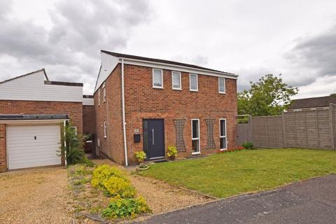 3 bedroom semi-detached house for sale - Grebe Close, Alton