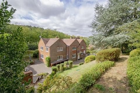 5 bedroom detached house to rent - Sandhill Close, Millbrook