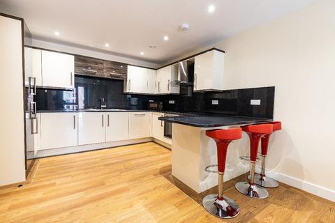 3 bedroom apartment to rent - 47 Ecco