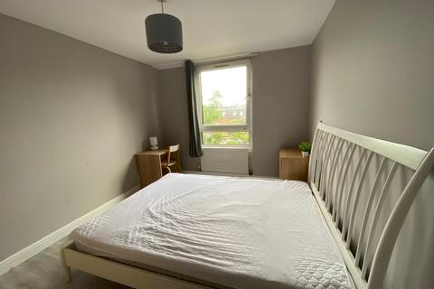 5 bedroom house share to rent - Kenneth Younger House, Clem Attlee Court, London