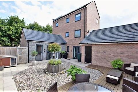 4 bedroom detached house for sale - Greenfinch Avenue, Cottam, Preston