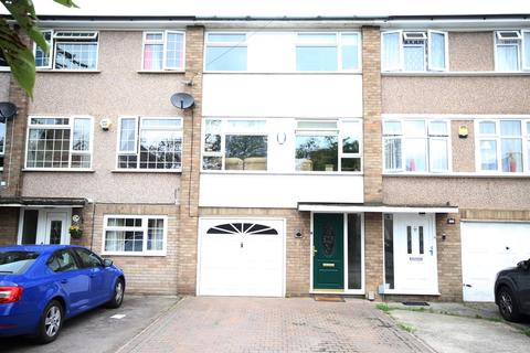 4 bedroom townhouse for sale - Warwick Road, Rainham, RM13
