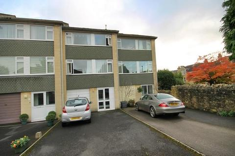 5 bedroom private hall to rent - Penn Lea Court