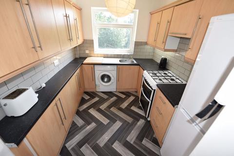 6 bedroom house to rent - Queenswood Drive, Leeds