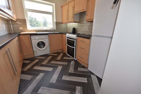 4 bedroom house to rent - Queenswood Drive, Leeds