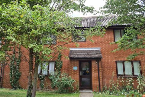 Studio to rent - Brackyn Road, Cambridge