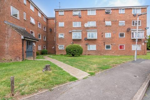 2 bedroom flat for sale - Gurney Close, Barking, IG11