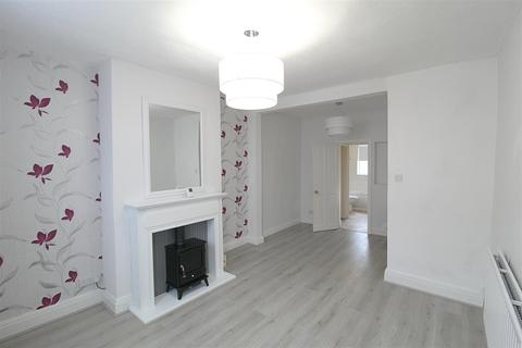 2 bedroom end of terrace house to rent - Florence Avenue, Hessle