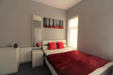 5 bedroom house share to rent - Tootal Drive, Salford,