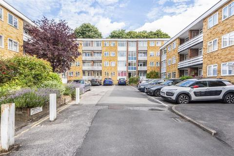 2 bedroom flat to rent - Hill View Road, Woking