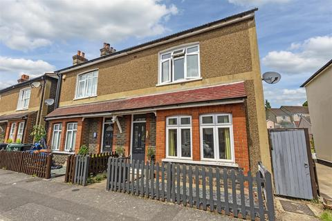 3 bedroom semi-detached house for sale - Ferndale Road, Banstead