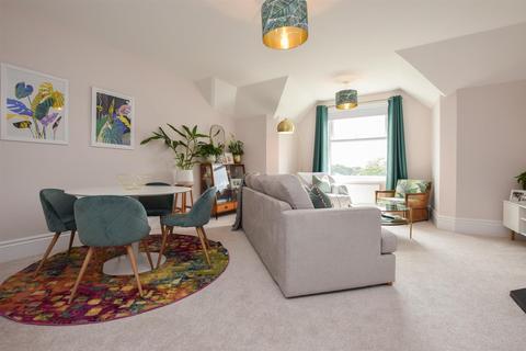 2 bedroom flat for sale - Wykeham Road, Hastings