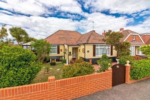 3 bedroom detached bungalow for sale - Kings Road, Lancing