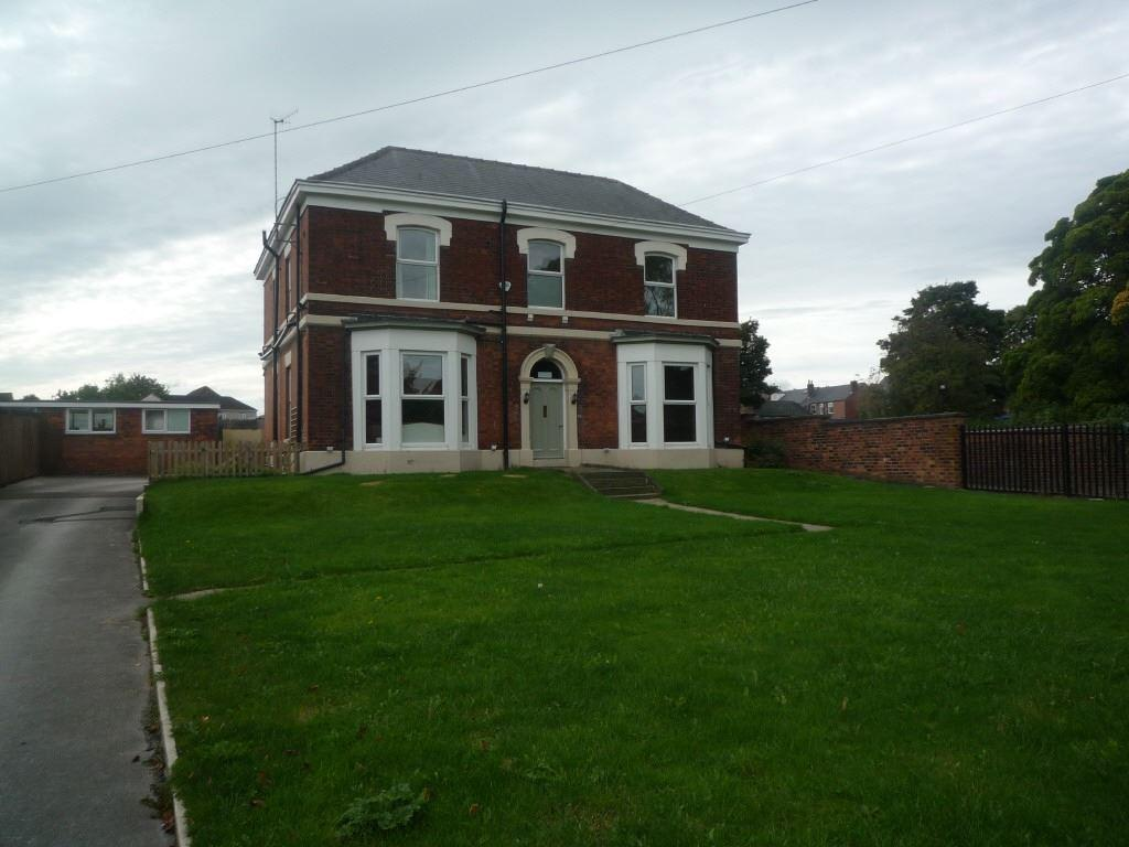 6 Bedrooms Detached House for sale in Newbold Road, CHESTERFIELD, Derbyshire, S41 7PL
