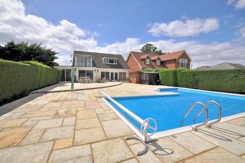 4 bedroom detached house for sale - Fantastic Lakeside Home - Wraysbury, Berkshire